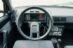 La-plancia-di-bordo-completamente-digitale-della-BX19-Digit-1986