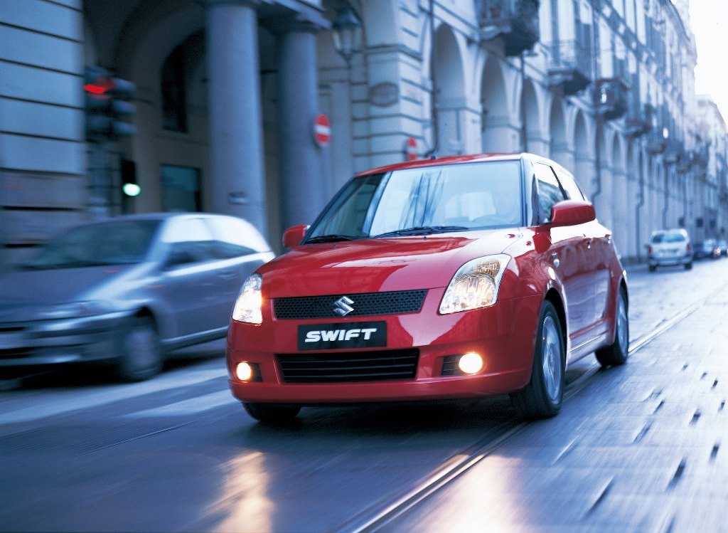 AUTO_2004-The-First-Generation-Swift-Appears-2