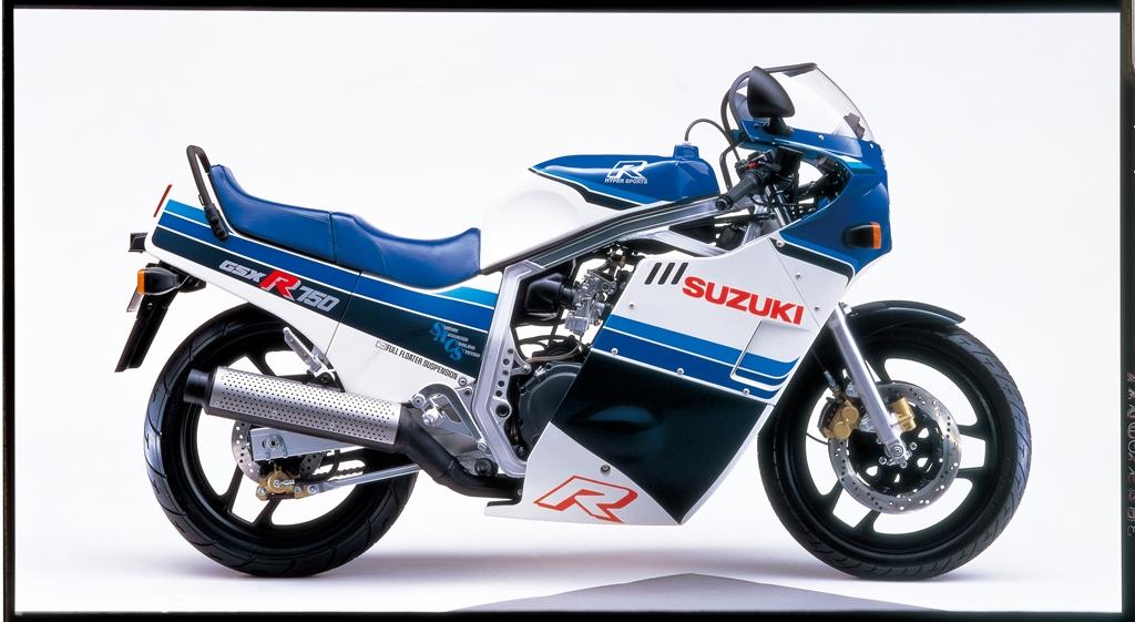 MOTO_1985_GSX-R750_White_Blue_RightSide