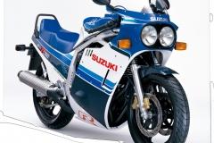 MOTO_1985_GSX-R750_White_Blue_Diagonal