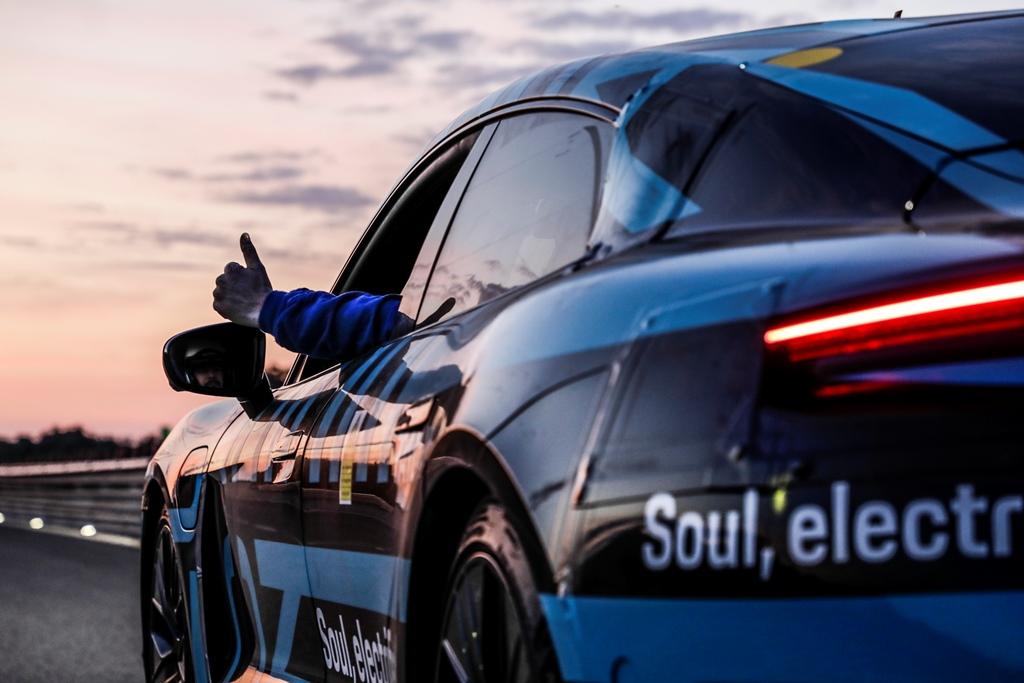 porsche_taycan_nardo_electric_motor_news_04