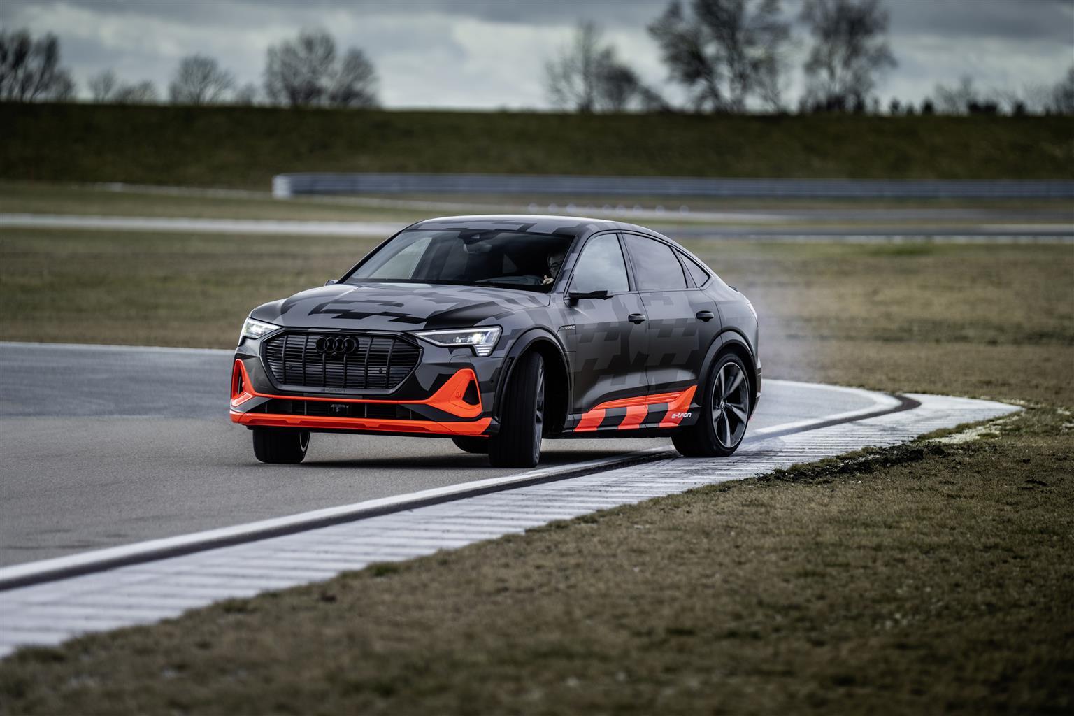 media-Audi-e-tron-S-Sportback_002