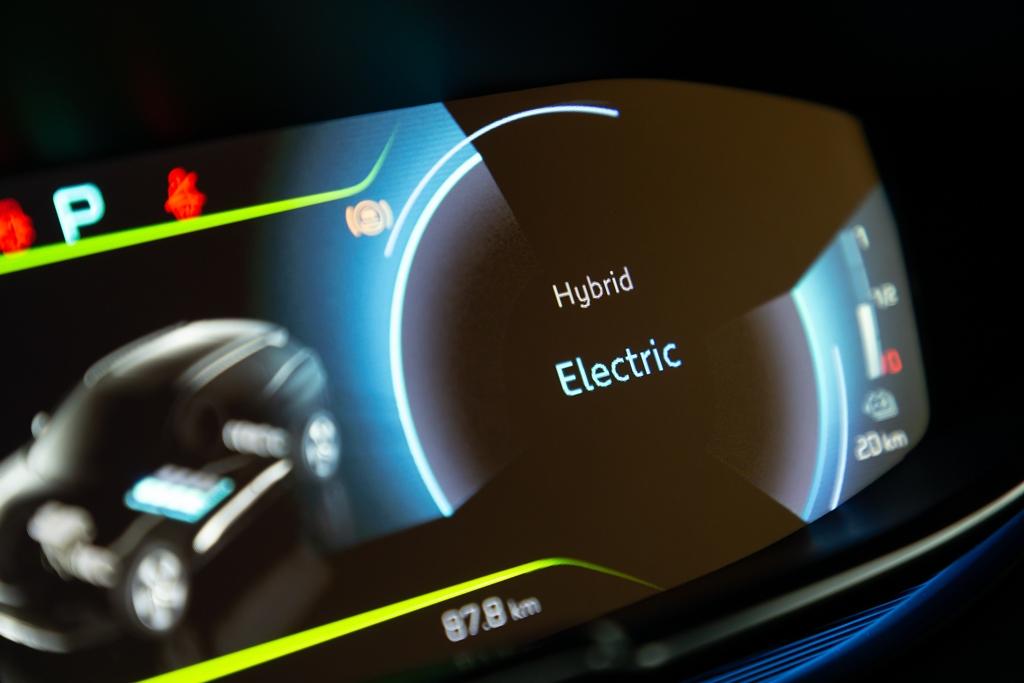 peugeot_3008_508_hybrid_luce_blue_electric_motor_news_05