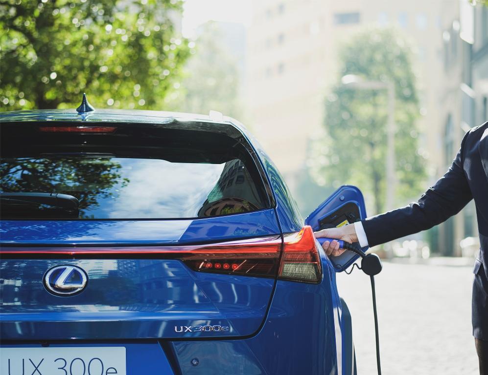 lexus_ux300e_electric_motor_news_05
