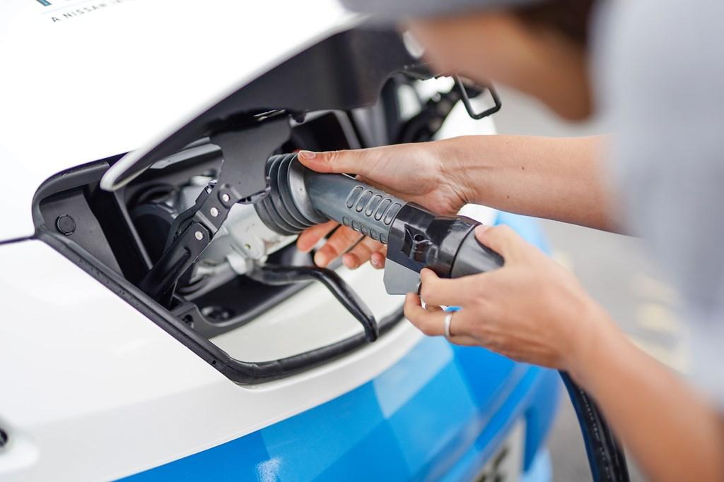 nissan_electric_icecream_van_electric_motor_news_14