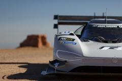 volkswagen_id-r_pikes_peak_ricarica_electric_motor_news_07