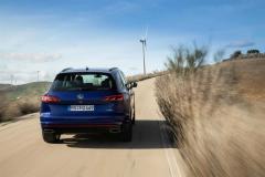 volkswagen_touareg_r_hybrid_electric_motor_news_10