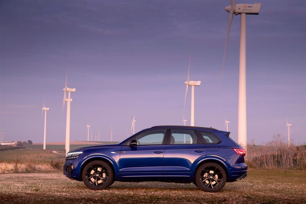 volkswagen_touareg_r_hybrid_electric_motor_news_11