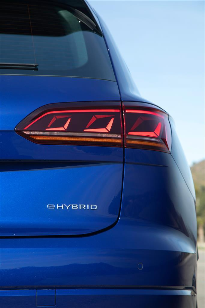 volkswagen_touareg_r_hybrid_electric_motor_news_17