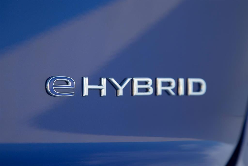 volkswagen_touareg_r_hybrid_electric_motor_news_19