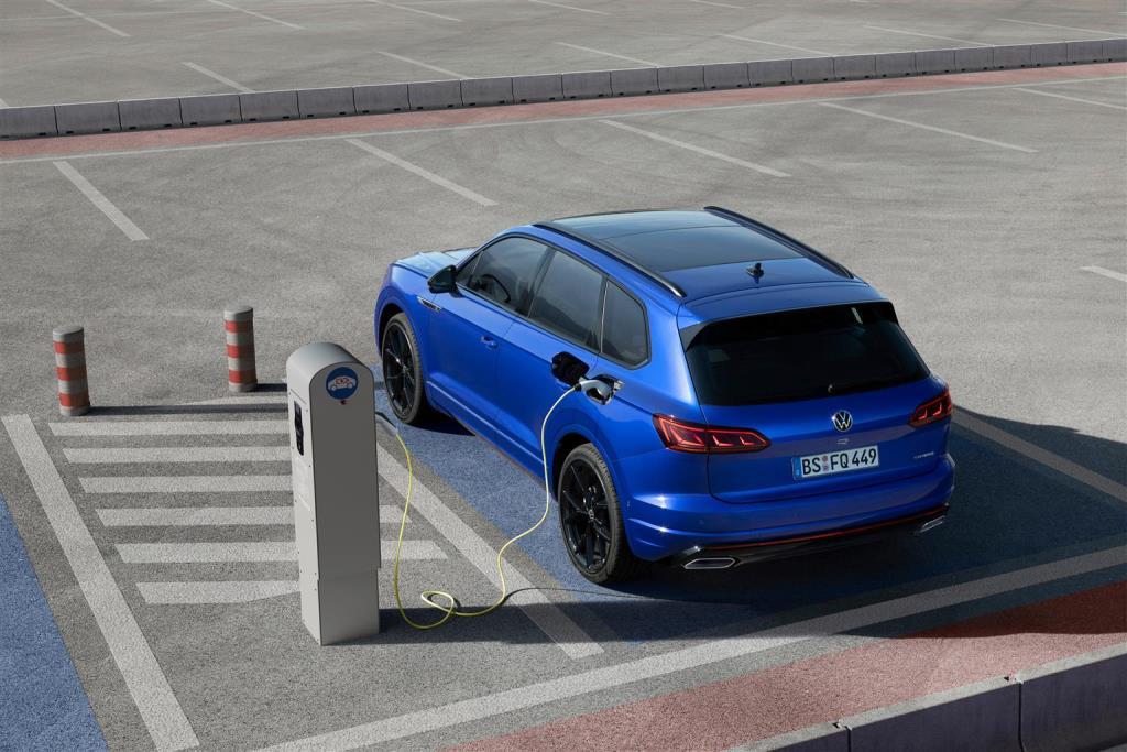 volkswagen_touareg_r_hybrid_electric_motor_news_20