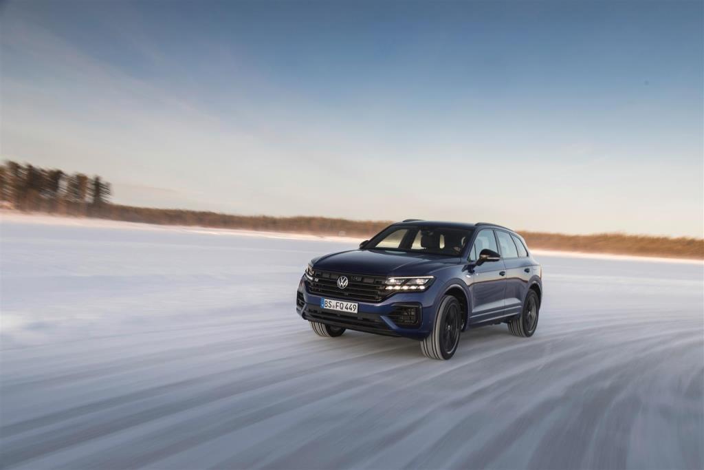 volkswagen_touareg_r_hybrid_electric_motor_news_29