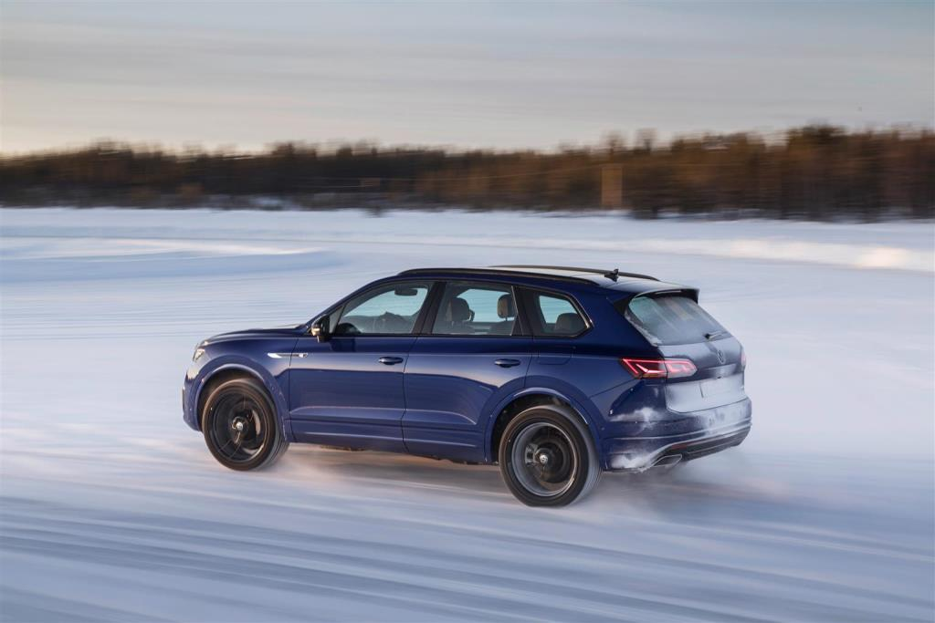 volkswagen_touareg_r_hybrid_electric_motor_news_30
