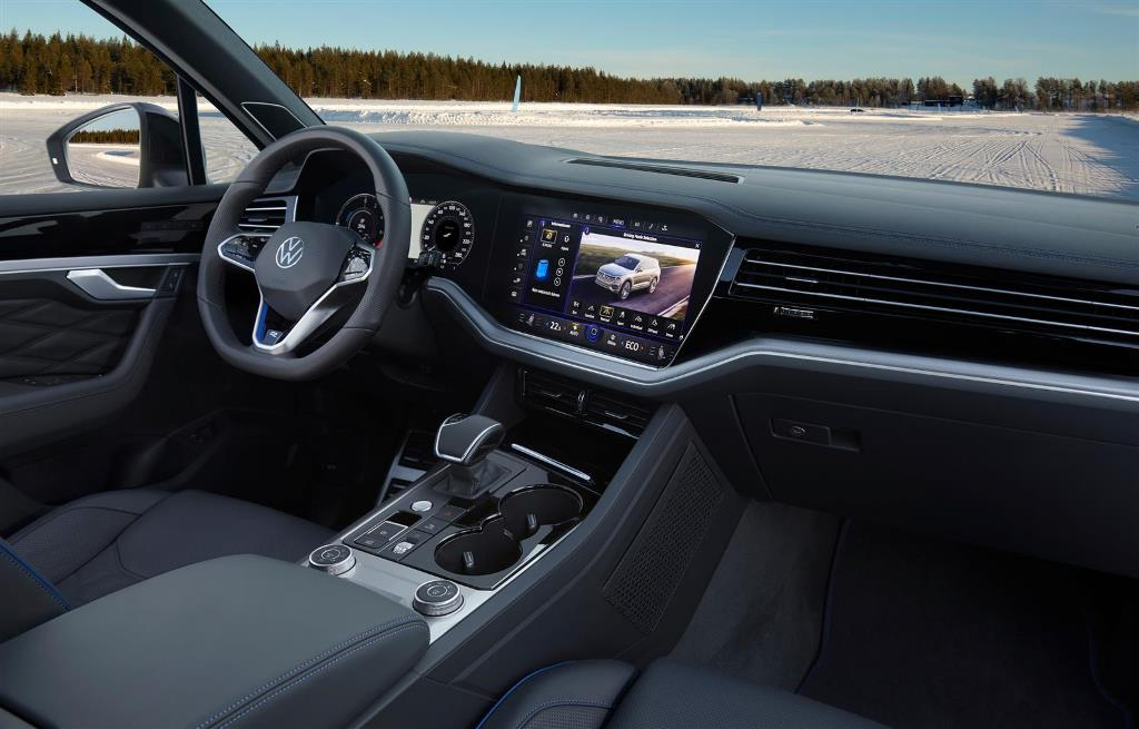 volkswagen_touareg_r_hybrid_electric_motor_news_32