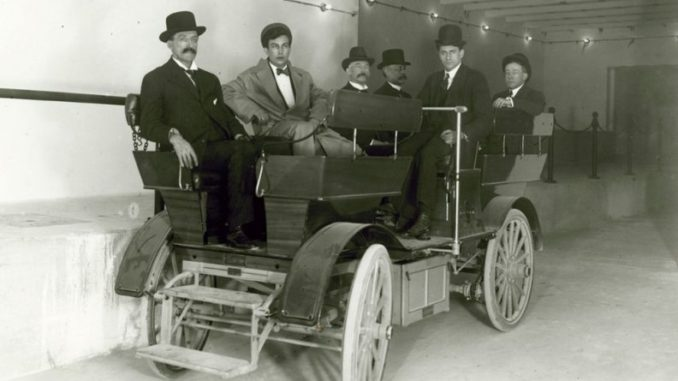 1909 studebaker-electric car