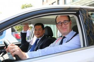 Jin Zheyong di Anhui Zotye Automobile e Peter Fleet di Ford Motor Company