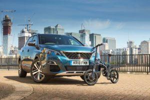 Peugeot 5008 SUV e bici elettrica