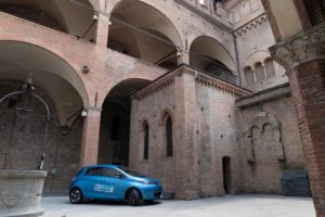 Renault Zoe Bolgona carsharing Corrente