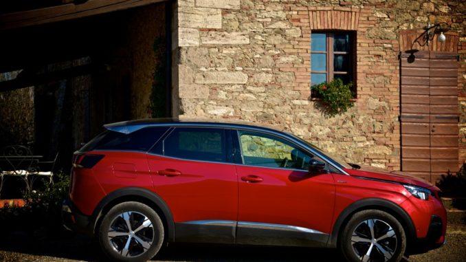SUV Peugeot 3008 cipressi Toscana