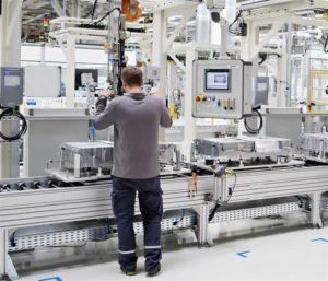 componenti per veicoli elettrificati nello stabilimento Škoda di Mladá Boleslav