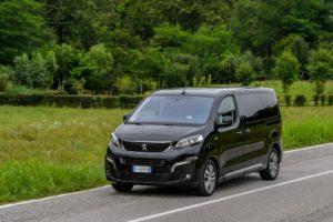 Peugeot Traveller con cambio automatico EAT8 abbinato al motore BlueHDi 120
