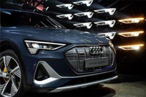 I proiettori LED Digital Matrix di Audi e-tron Sportback