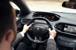 Peugeot 308 include il Peugeot i-COCKPIT digitale