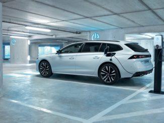 Sieti pronti a guidare una Peugeot elettrificata?