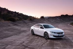 Peugeot 508 e l'efficienza dell'ibrido plug-in