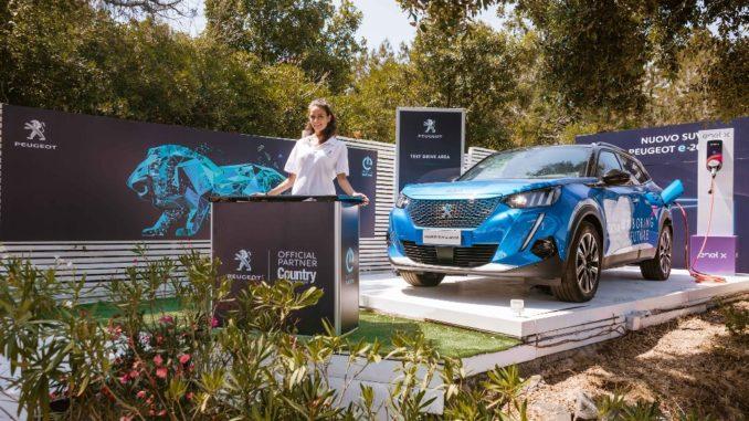 La gamma elettrificata di Peugeot approda a Porto Rotondo