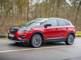 Opel Grandland X plug-in hybrid luce blu