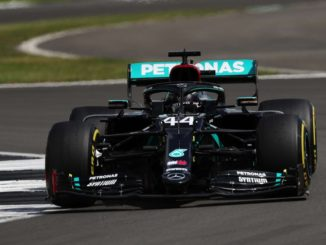 Petronas e vinci l'autografo di Lewis Hamilton