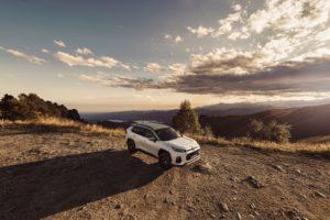 Entra sul mercato italiano con una serie speciale a tiratura limitata di 12 esemplari venduti online il SUV ibrido plug-in Suzuki Across Yoru Web Edition.