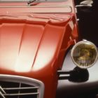 CITROEN_2CV_CHARLESTON_(84.77.2_copyright_GUYOT)(2)