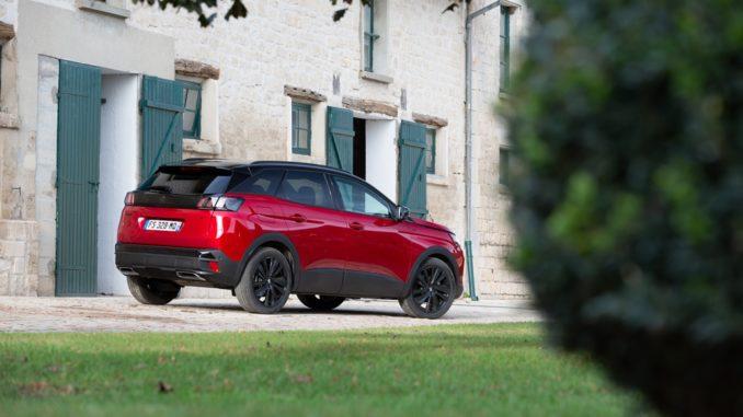"""Nuova opzione """"Black Pack"""" di Peugeot 3008 GT"""