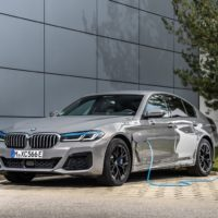 P90395490_highRes_the-new-bmw-545e-xdr