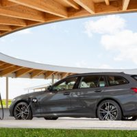 P90395667_highRes_the-bmw-330e-touring