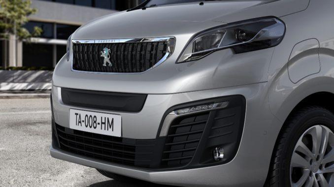 Ordinabile in Italia Nuova Peugeot e-Expert Combi