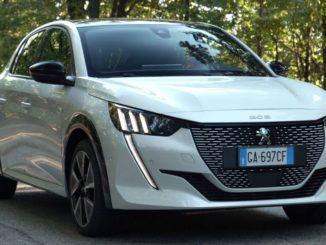Nuova Peugeot e-208 traccia la strada per una nuova esperienza di guida