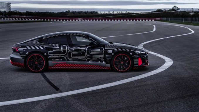 Lucas di Grassi prova in pista la Audi RS e-tron GT