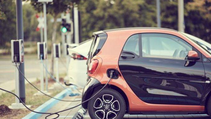 Colonnine di ricarica obbligatorie nei benzinai di Milano