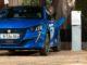 Cavo di ricarica rapida di serie sulle nuove Peugeot e-208 ed e-2008