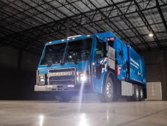 Camion Mack LR Electric consegnato a Republic Services