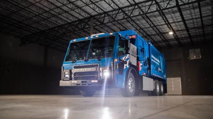 Camion Mack LR Electric consegnato a Republic Services