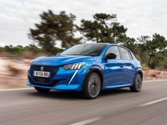 """Exame Informática ha eletto Nuova Peugeot e-208 come """"Auto elettrica dell'anno"""""""