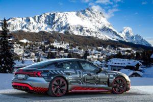 Anteprima di Audi RS e-tron GT prototipo nell'apertura dei Mondiali di Cortina