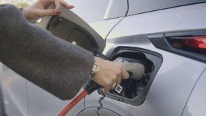"""""""Charge My Car"""" semplifica la mobilità elettrica di Free2Move"""