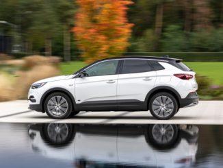 Mika insieme a Opel Grandland X Plug-in Hybrid in televisione
