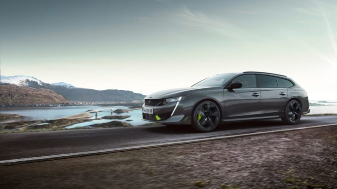 Calendario 2021 elettrificato per casa Peugeot