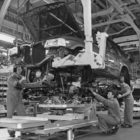 Opel/Vauxhall Frontera manufacturing in Luton plant, 1992